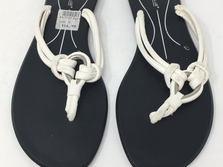 13a2accd0eb7 Women s Montego Bay Club Black   White Flip Flops Size 8