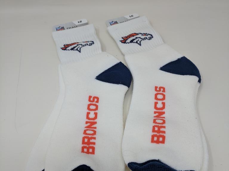 dutch goat auction lot of 2 pairs of denver broncos socks large. Black Bedroom Furniture Sets. Home Design Ideas